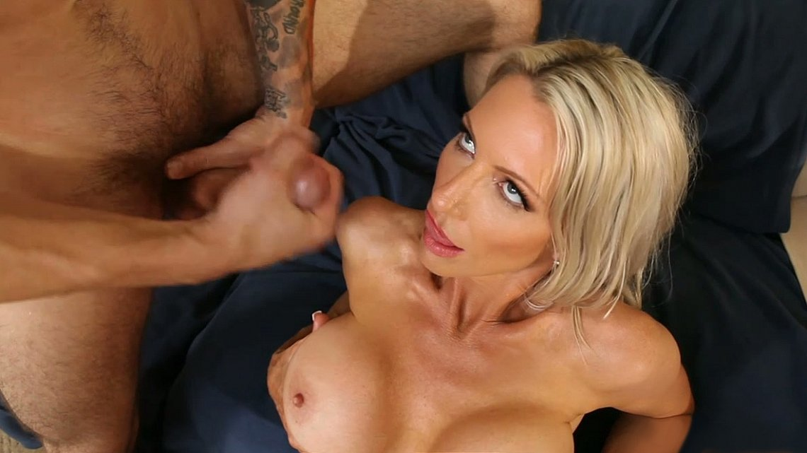 Blonde Big Tit Milf Amateur