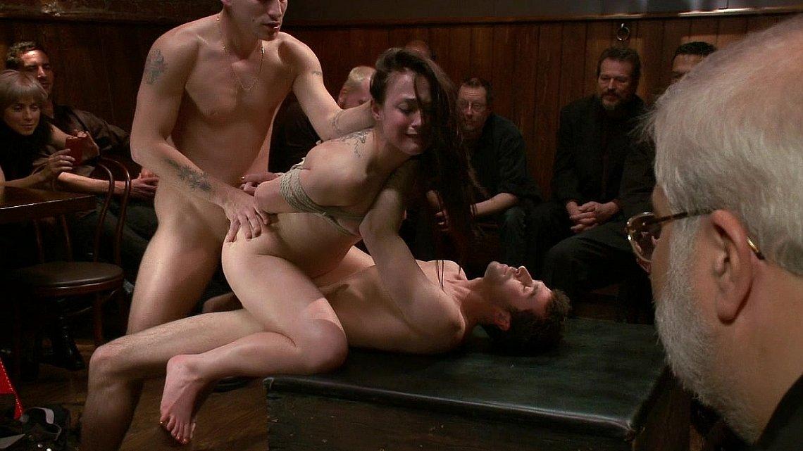 Рабыни порно в толпе