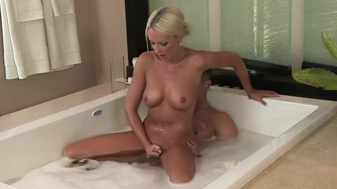porno-s-buzovoy-v-vannoy