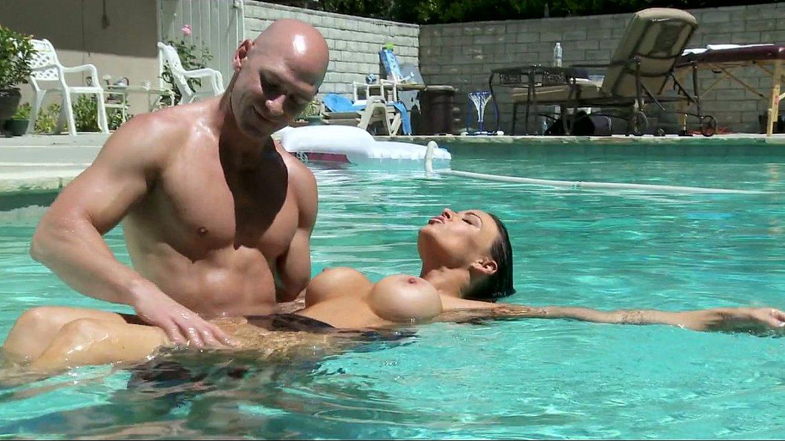 кунилигус в бассейне фото
