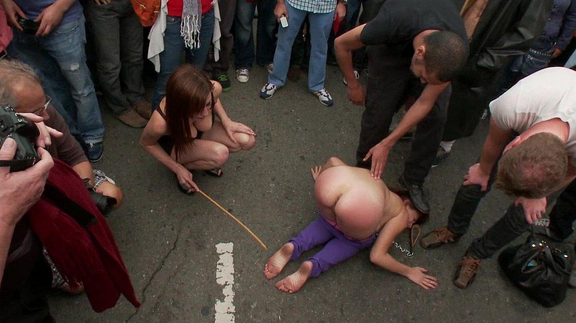 Улице порно публично унижение на