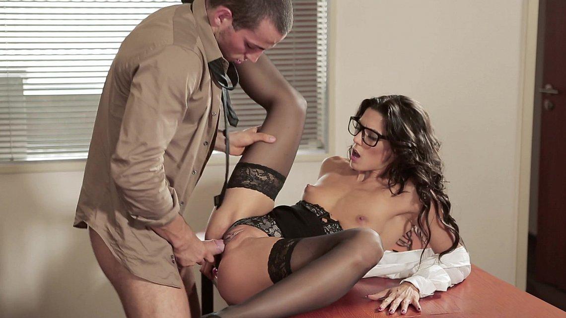Секс с секретаршей 20 летней 7 фотография