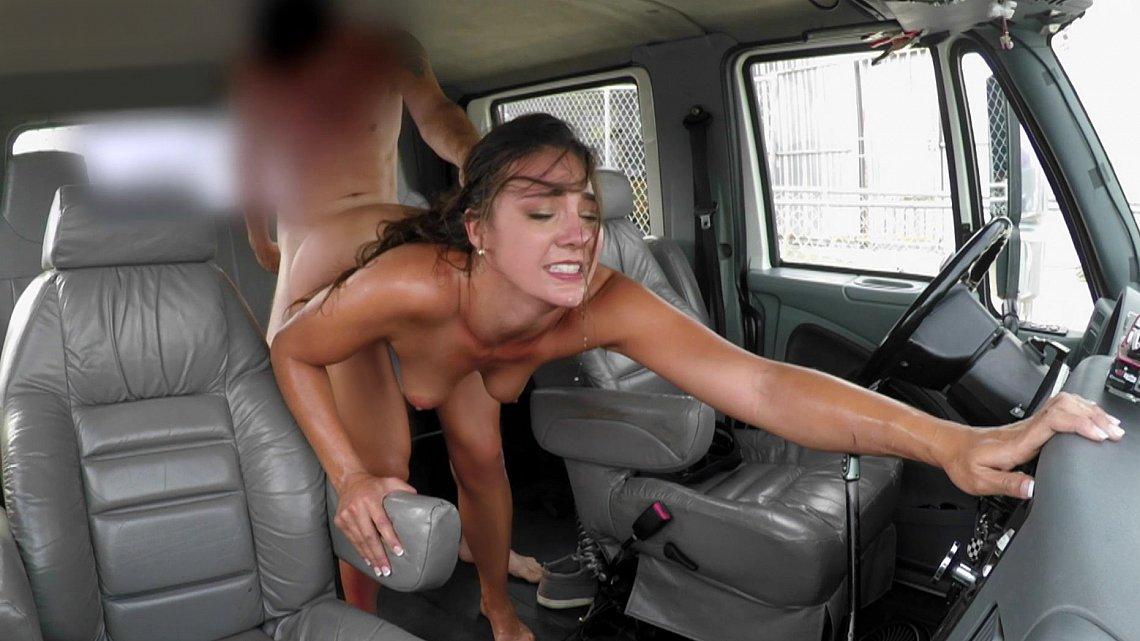 Секс в автобусе скрытно 1 фотография