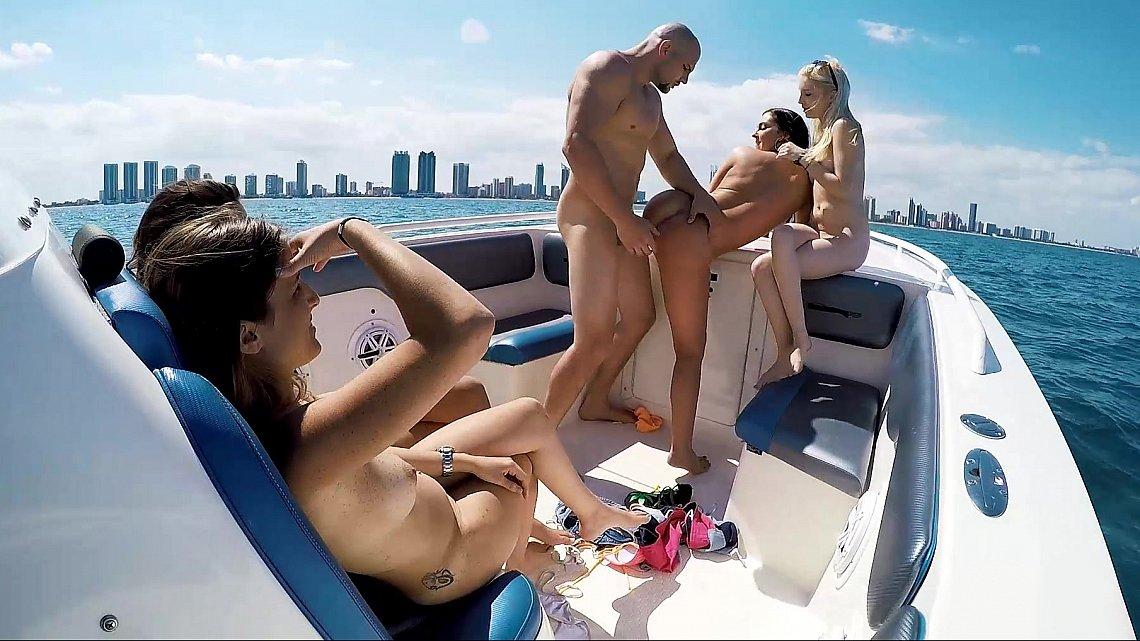 порно пати на яхте