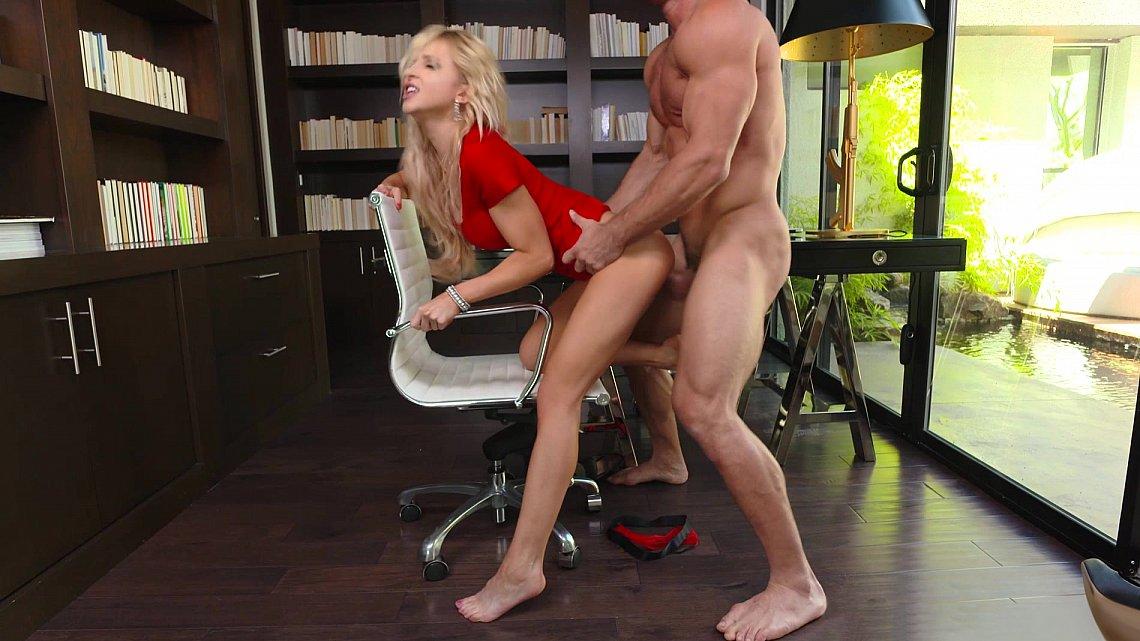 Классика порно в офисе
